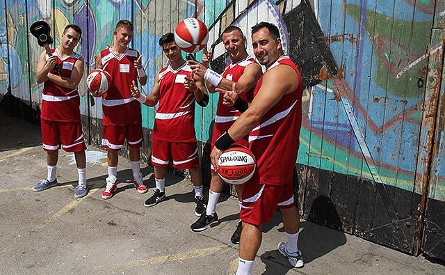 1060_spalding-breakball-team_az1_sl02